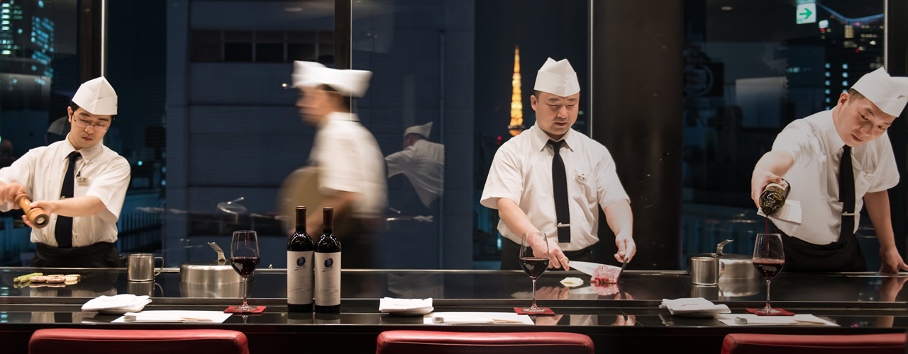 Our professionalism What we continue to succeed as the originator of Teppanyaki steak.