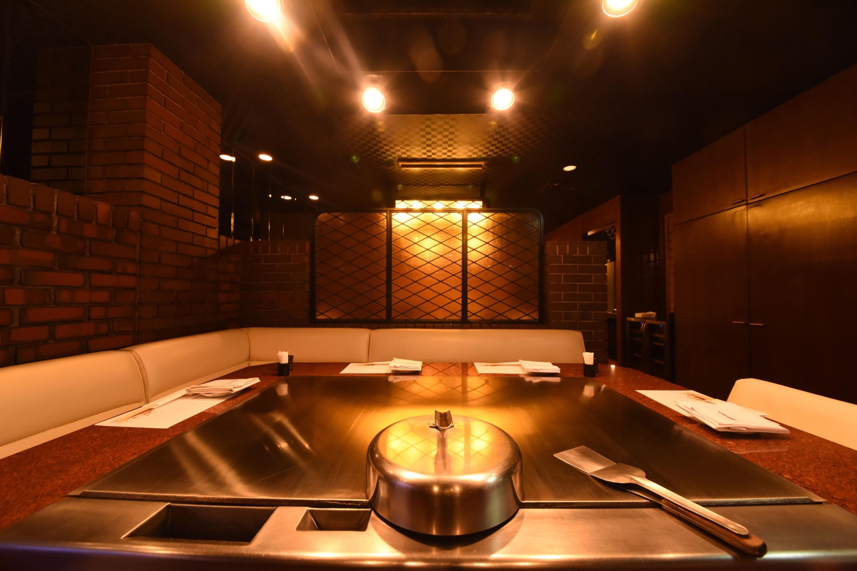 店铺的介绍 在北新地也耀眼夺目的铁板烧牛排店—元祖Misono