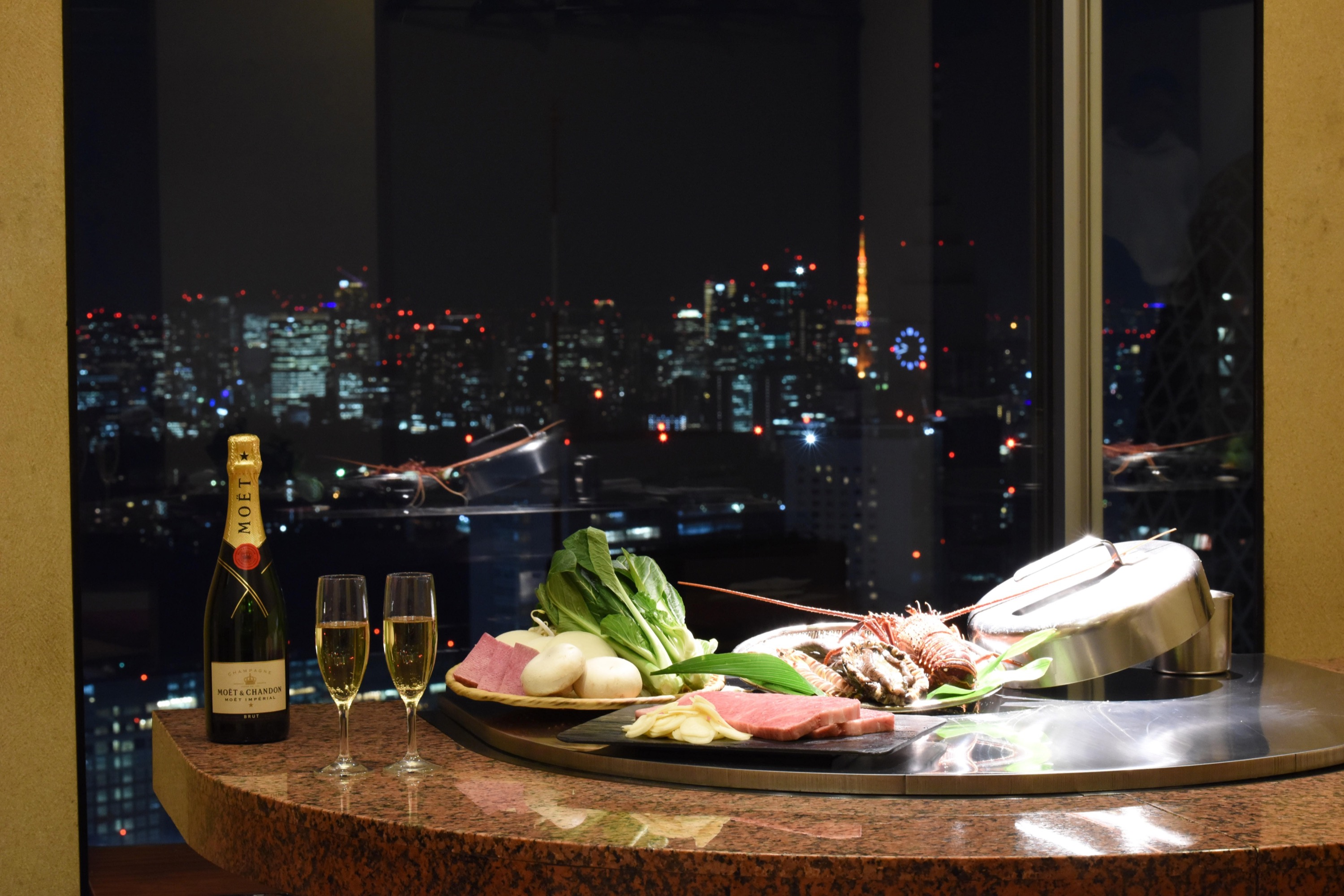 Misono restaurants Enjoy Teppanyaki steak at the sky lounge by looking down the view of central Tokyo.
