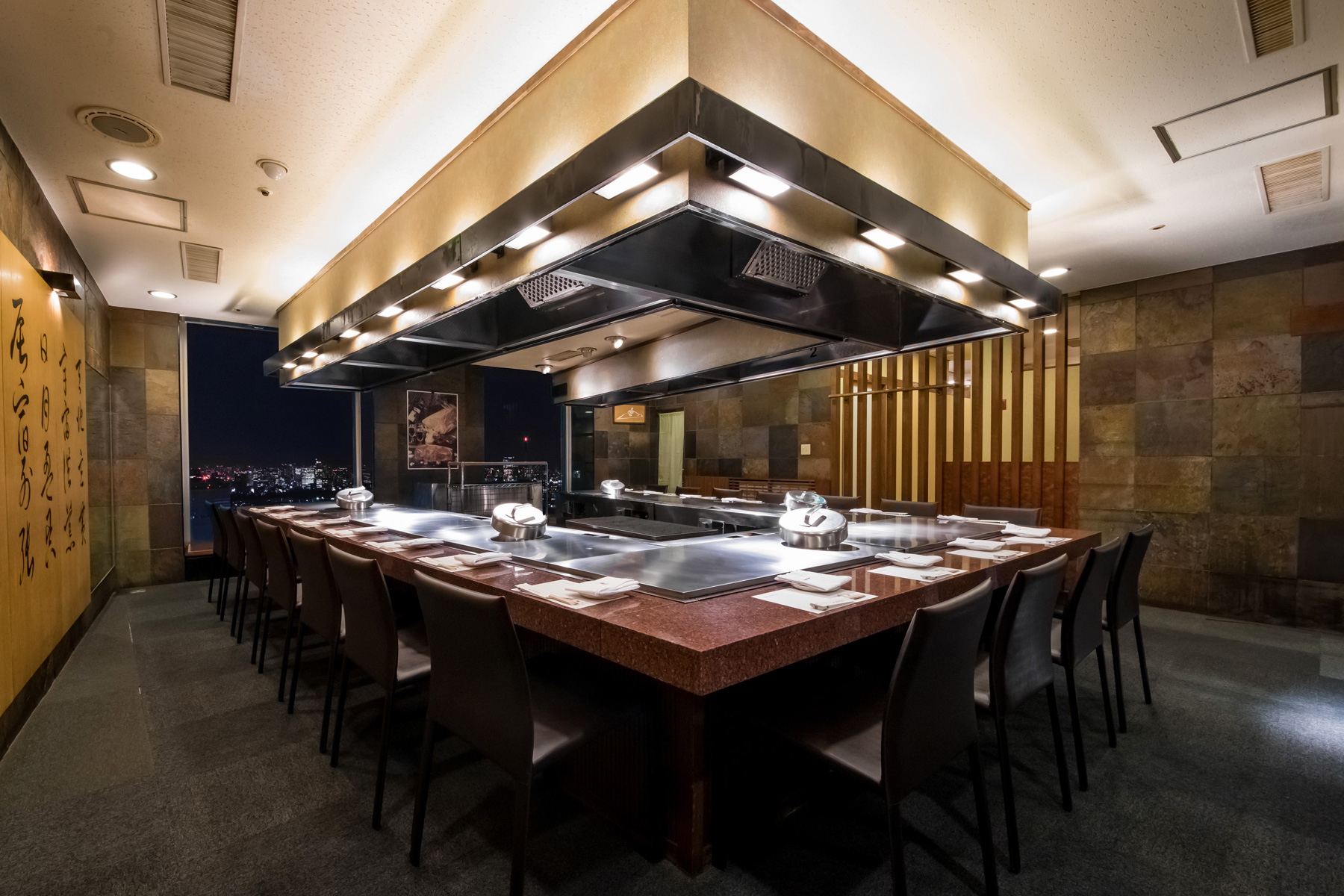 Misono restaurants You can now enjoy the taste of the original Misono's teppanyaki Kobe beef steak in the sky lounge on the 51st floor of the Sumitomo building, in Shinjuku, Tokyo.